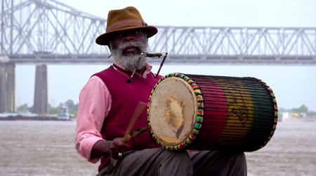 kult : New Orleans musician performing at Mississippi Riverwalk Dostupné videozáznamy