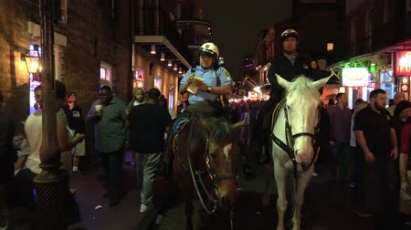 kult : New Orleans police officers on horses