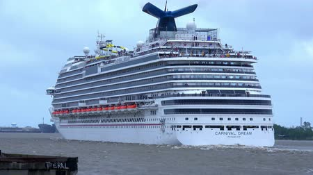 kult : Carnival Dream cruise liner on Mississippi River