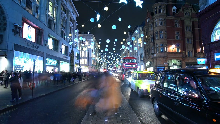 londyn : Beautiful Oxford street in London at Christmas Time - time lapse shot