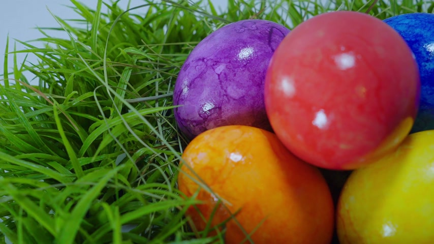 объекты : The Colors of Easter - a nest with Easter Eggs Стоковые видеозаписи