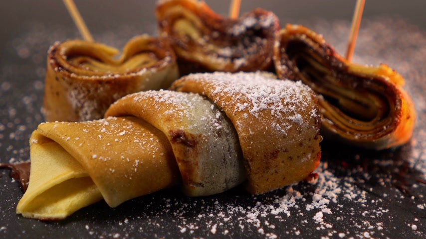 çikolata : French Crepe filled with chocolate - sweet pancake dessert from France Stok Video