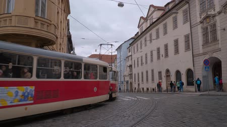 çek cumhuriyeti : Old trolley in the city of Prague Stok Video