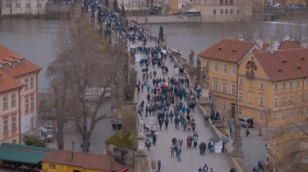 zegar : Plenty of tourists walking on Charles Bridge - a popular place in the city center