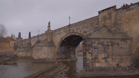 çek cumhuriyeti : Sightseeing Cruise on Vltava River in Prague - the famous Charles Bridge