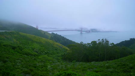 detailhandel : Een mistige dag in San Francisco - Golden gate bridge in de mist