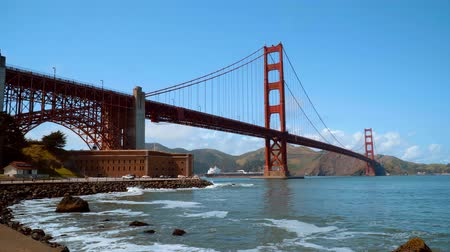kabel : Amazing Golden Gate Bridge in San Francisco on a sunny day
