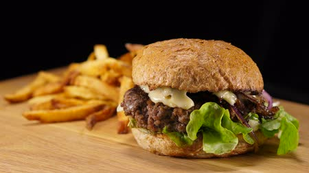 cozinhado : Delicious Fast Food Burger - Hamburger ready to eat