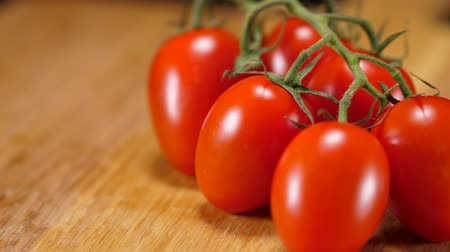 tomate : Fresh tomatoes from the market