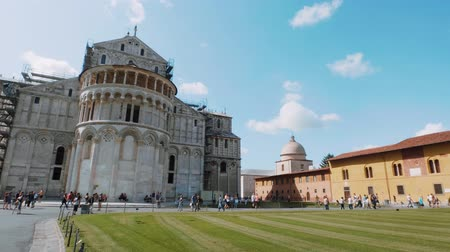 turistik : Pisa Cathedral and Leaning Tower at Duomo Square - PISA TUSCANY ITALY - SEPTEMBER 13, 2017