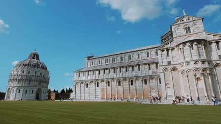 turistik : The Pisa Baptistery and Cathedral at Duomo Square - PISA TUSCANY ITALY - SEPTEMBER 13, 2017