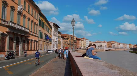 renesans : The colorful riverside of River Arno in Pisa - PISA TUSCANY ITALY - SEPTEMBER 13, 2017 Wideo