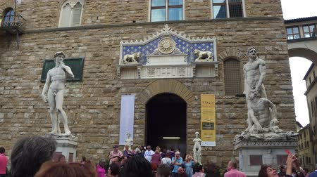 renesans : Famous Palazzo Vecchio in Florence - the Vecchio Palace in the historic city center - FLORENCE  TUSCANY ITALY - SEPTEMBER 12, 2017