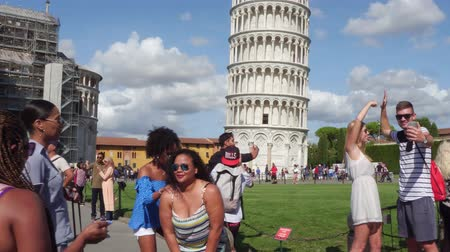 renesans : Tourists take photos and selfies at the leaning Pisa Tower on Miracoli Square - PISA  TUSCANY ITALY - SEPTEMBER 12, 2017