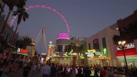 kaszinó : The Ferris Wheel in Las Vegas at the Linq - USA 2017 Stock mozgókép
