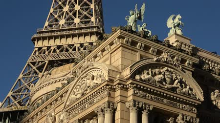 jogos de azar : Beautiful Paris Hotel and Casino in Las Vegas on a sunny day - USA 2017