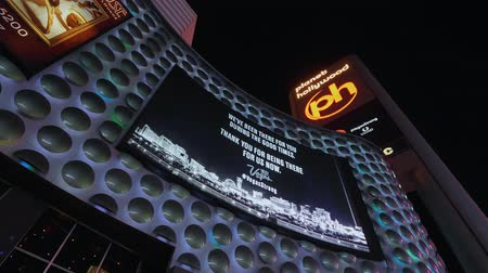 körút : Vegas Strong ad on the screen of Planet Hollywood Casino - USA 2017 Stock mozgókép