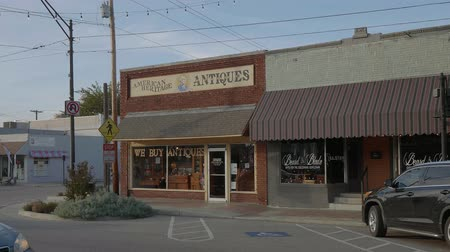 oklahoma : Antiques and Collectibles store in the village of Jenks in Oklahoma - USA 2017 Stock Footage