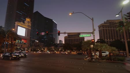 bűn : Street traffic on Las Vegas Boulevard in the evening - USA 2017 Stock mozgókép