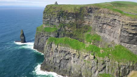 İrlanda : World famous Cliffs of Moher in Ireland Stok Video