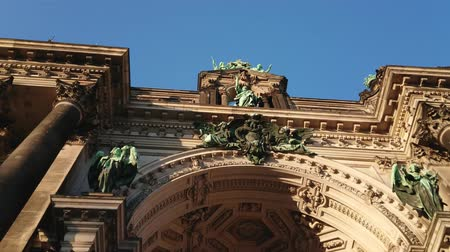 kolumny : The facade of Berlin Cathedral Wideo