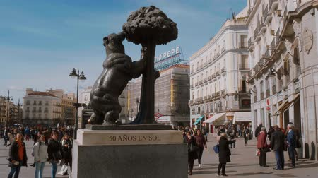İspanya : Famous Bear monument for the 50th anniversary of Sol Square in Madrid