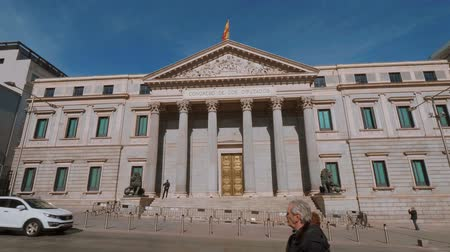 İspanya : The Assembly Building in Madrid called Congreso de los disputados - parliament building Stok Video
