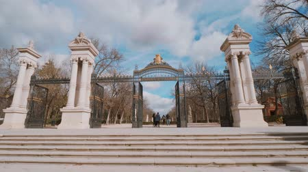 król : Most famous recreation park in Madrid - the Retiro Park Wideo