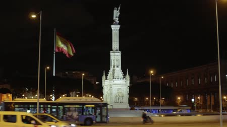 králové : Monument and fountain at Colon Square in Madrid