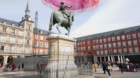heykel : Felipe III Monument at Plaza Mayor in Madrid Stok Video