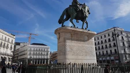 İspanya : Carlos Monument at Puerta del sol square in the center of Madrid