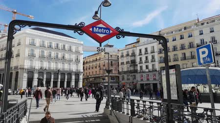 Мадрид : Famous Square in Madrid city center - the Puerta del Sol Square
