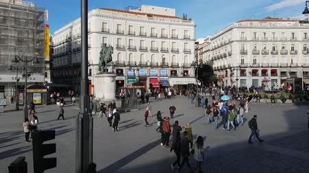 İspanya : Famous Square in Madrid city center - the Puerta del Sol Square
