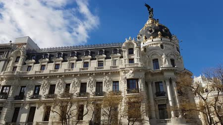 Мадрид : Beautiful metropolitan building in Madrid Стоковые видеозаписи
