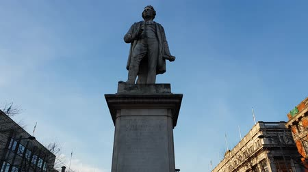 centrum : Sir John Gray statue at o Connell Street in Dublin