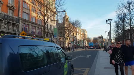 pedestres : O Connell Street in the heart of Dublin