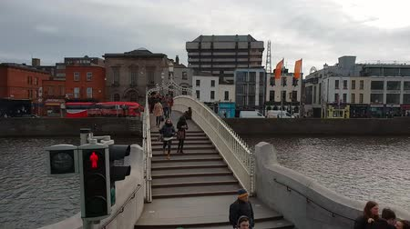 irlanda : Most famous bridge in Dublin - The Ha Penny Bridge