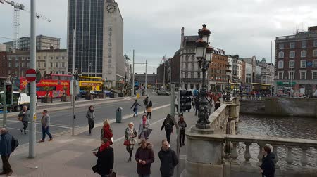 irlanda : The O Connell Bridge over River Liffey in Dublin Vídeos