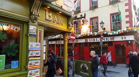pedestres : Popular and famous Temple Bar district in Dublin