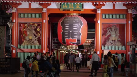 náboženství : Huge paper lantern at Senso-ji Temple in Tokyo - TOKYO  JAPAN - JUNE 12, 2018