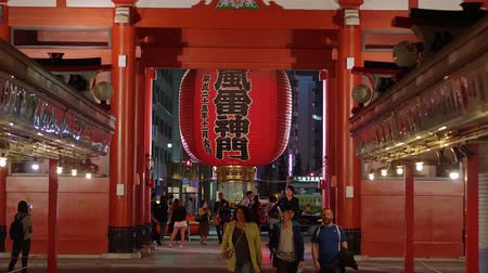 japonka : Most famous temple in Tokyo - Senso-Ji temple at night - TOKYO  JAPAN - JUNE 12, 2018