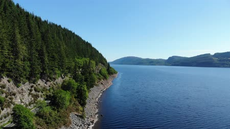 geologia : Flight over Loch Ness - the most famous lake in Scotland