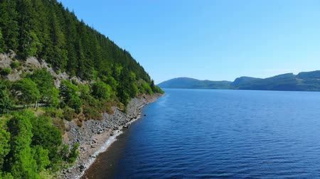 bretanha : Flight over Loch Ness - the most famous lake in Scotland