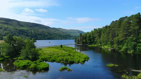 bretanha : Amazing landscape with creeks and lakes in the Scottish Highlands - romantic aerial view