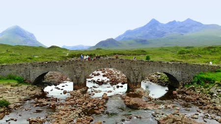 bretanha : Flight over famous Sligachan Bridge on the Isle of Skye