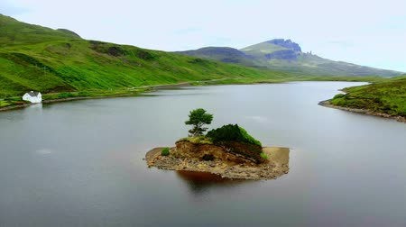 lakes of scotland : The beautiful lakes and landscape of the Isle of Skye in Scotland