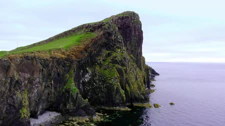 reino unido : Flight over Neist Point on the Isle of Skye - stunning scenery Vídeos