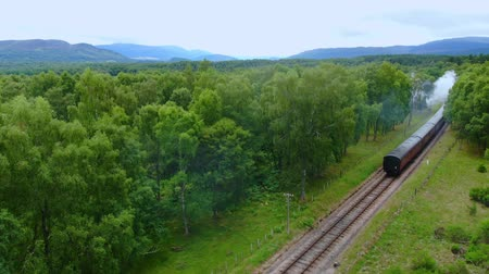 bretanha : Famous Steam train in Scotland - aerial view