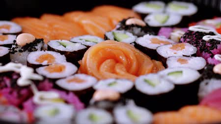 variedade : Big Sushi selection on a plate Stock Footage