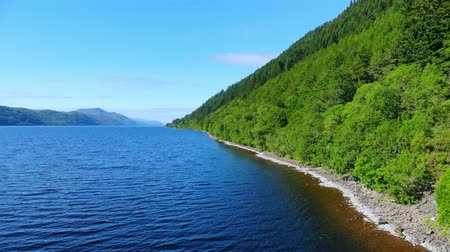 İskoçyalı : Flight over Loch Ness - the most famous lake in Scotland